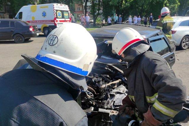 На Днепропетровщине произошла тройная авария: пострадавшего заблокировало в автомобиле, - ВИДЕО, фото-1