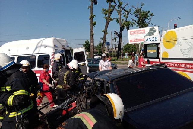 На Днепропетровщине произошла тройная авария: пострадавшего заблокировало в автомобиле, - ВИДЕО, фото-2