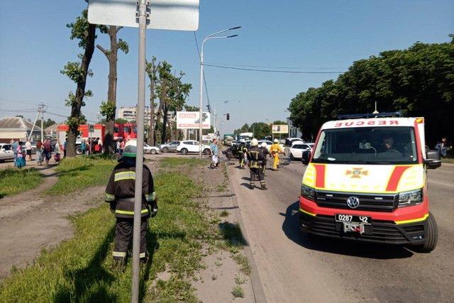 На Днепропетровщине произошла тройная авария: пострадавшего заблокировало в автомобиле, - ВИДЕО, фото-3