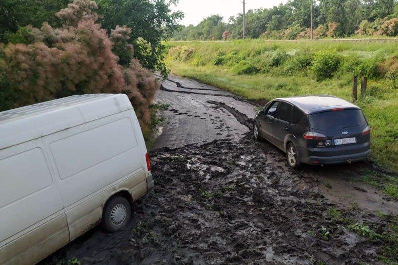 Грязь и месиво: на трассах Днепропетровской области застряли 8 машин, фото-2