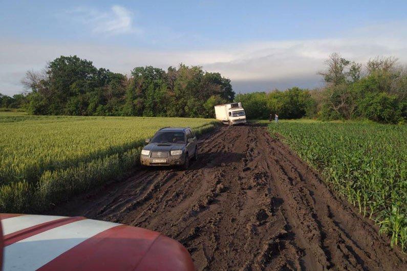 Грязь и месиво: на трассах Днепропетровской области застряли 8 машин, фото-3