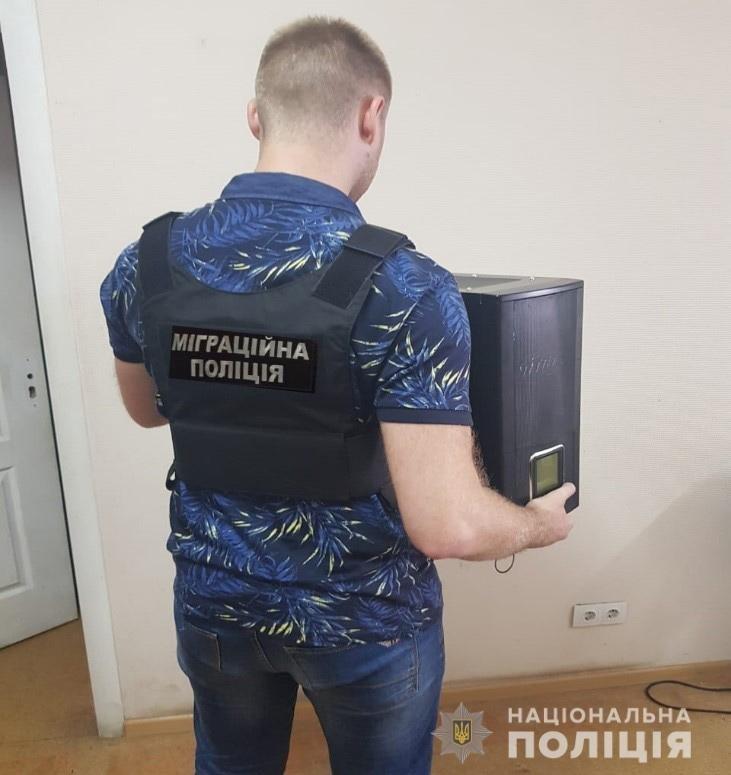 """Под Днепром задержали """"продавцов"""" детской порнографии: подробности, фото-1"""