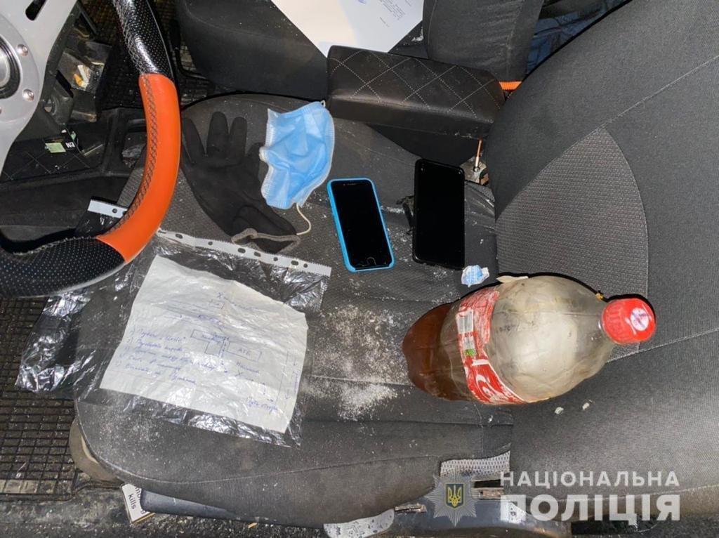 В центре Днепра трое мужчин пытались сжечь кафе и магазин под покровом ночи, фото-1