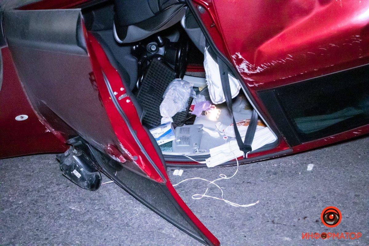 В Днепре из-за столкновения с такси Bolt, электрокар перевернулся на крышу , фото-1
