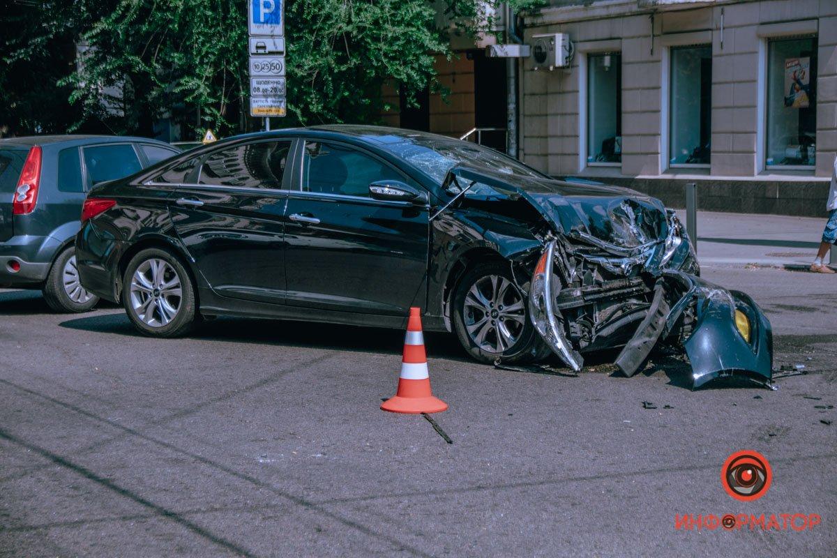 В центре Днепра от столкновения с Hyundai, BMW отлетел и приземлился на крышу , фото-2