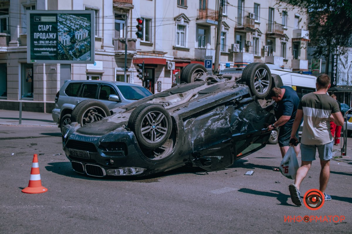 В центре Днепра от столкновения с Hyundai, BMW отлетел и приземлился на крышу , фото-1
