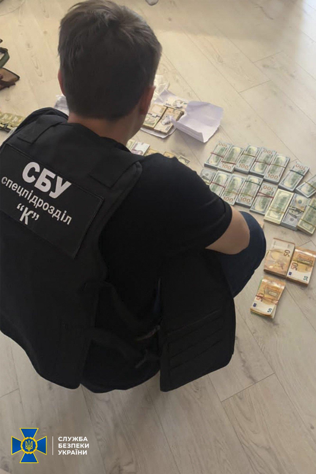 Несколько сотен людей не дождались зарплаты: СБУ разоблачила государственных исполнителей Днепра в хищении миллионов гривен, фото-3