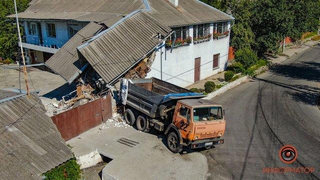 В Днепре КАМАЗ случайно протаранил жилой дом, - ФОТО, фото-1
