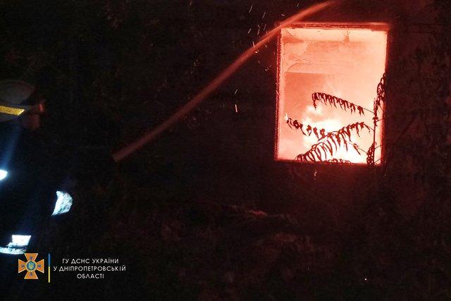 """В двухэтажной """"заброшке"""" Днепра загорелся мусор граждан без определенного места жительства, - ФОТО, фото-1"""