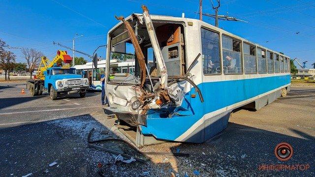 В Днепре недалеко от речпорта зерновоз столкнулся с трамваем: есть пострадавшие, фото-1