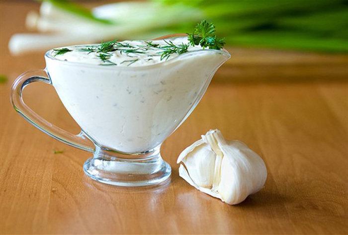 Майонезный соус с сыром, чесноком и зеленью рецепт